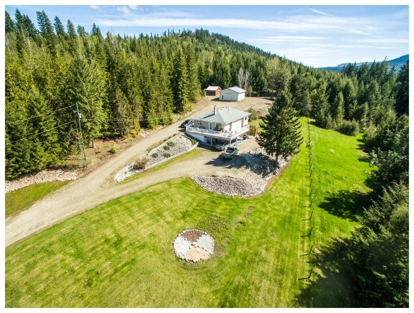 Main Photo: 6690 Southeast 20 Avenue in Salmon Arm: South Canoe House for sale (SE Salmon Arm)  : MLS®# 10148213