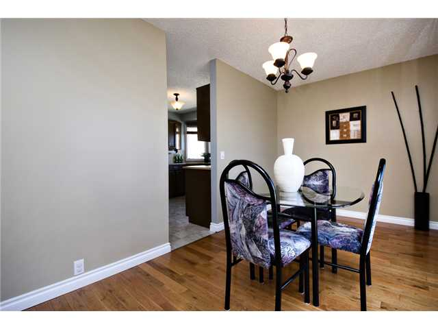 Photo 3: 56 BERGEN Crescent NW in CALGARY: Beddington Residential Detached Single Family for sale (Calgary)  : MLS® # C3516903