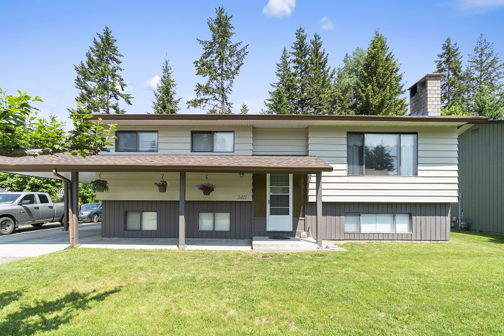 FEATURED LISTING: 3411 7 Avenue Southeast Salmon Arm