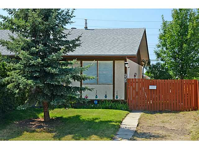 Main Photo: 935 MARCOMBE Drive NE in CALGARY: Marlborough Residential Attached for sale (Calgary)  : MLS®# C3631032