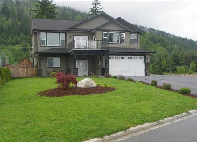 Main Photo: 1220 SE 19 AVE in Salmon Arm: SE Salmon Arm House for sale (Shuswap Lake)  : MLS®# 10059652