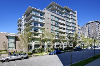 "Main Photo: 2370 PINE Street in Vancouver: Fairview VW Townhouse for sale in ""CAMERA"" (Vancouver West)  : MLS® # V1018860"