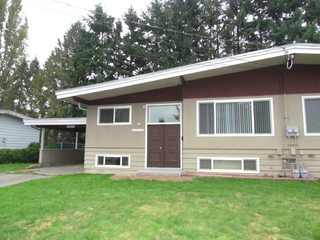 Main Photo: 2260 Lynden St. in Abbotsford: Central Abbotsford House 1/2 Duplex for rent