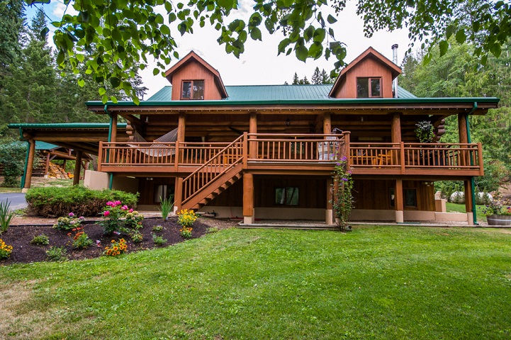 Main Photo: 2159 Salmon River Road in Salmon Arm: Silver Creek House for sale : MLS® # 10117221