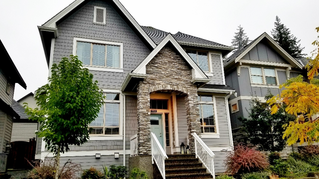 FEATURED LISTING: 15818 MOUNTAIN VIEW Drive Surrey