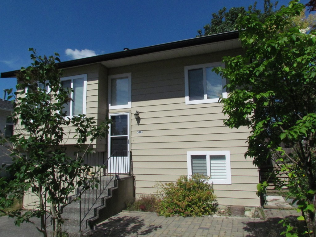 Main Photo: 3465 Juniper Cr. in Abbotsford: Abbotsford East House for rent
