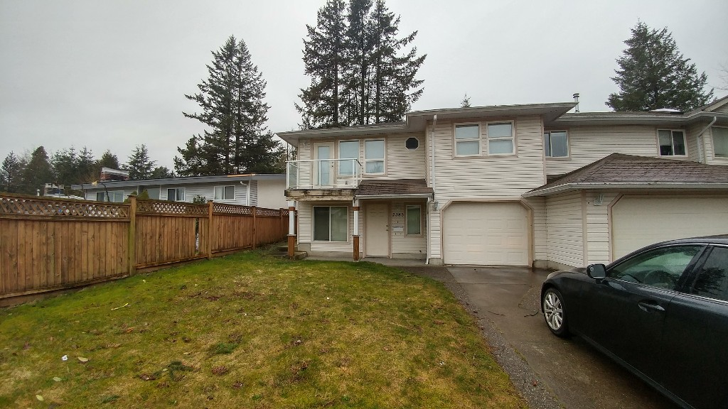 Main Photo: 2385 Broadway St. in Abbotsford: Abbotsford West House 1/2 Duplex for rent
