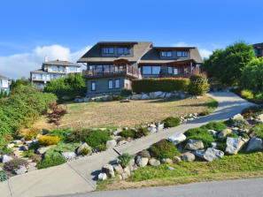 FEATURED LISTING: 1484 Shaughnessy Close Gibsons
