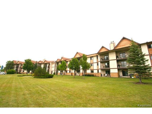 Main Photo:  in WINNIPEG: River Heights / Tuxedo / Linden Woods Condominium for sale (South Winnipeg)  : MLS® # 1419384
