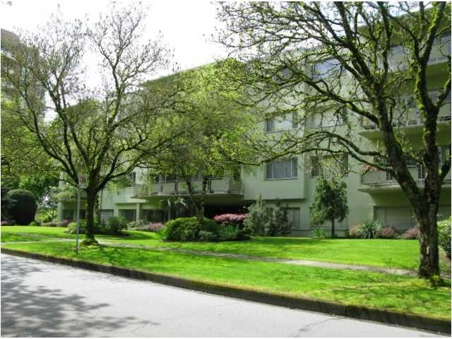 "Main Photo: 202 5475 VINE Street in Vancouver: Kerrisdale Condo for sale in ""VINECREST MANOR LTD."" (Vancouver West)  : MLS® # V998494"