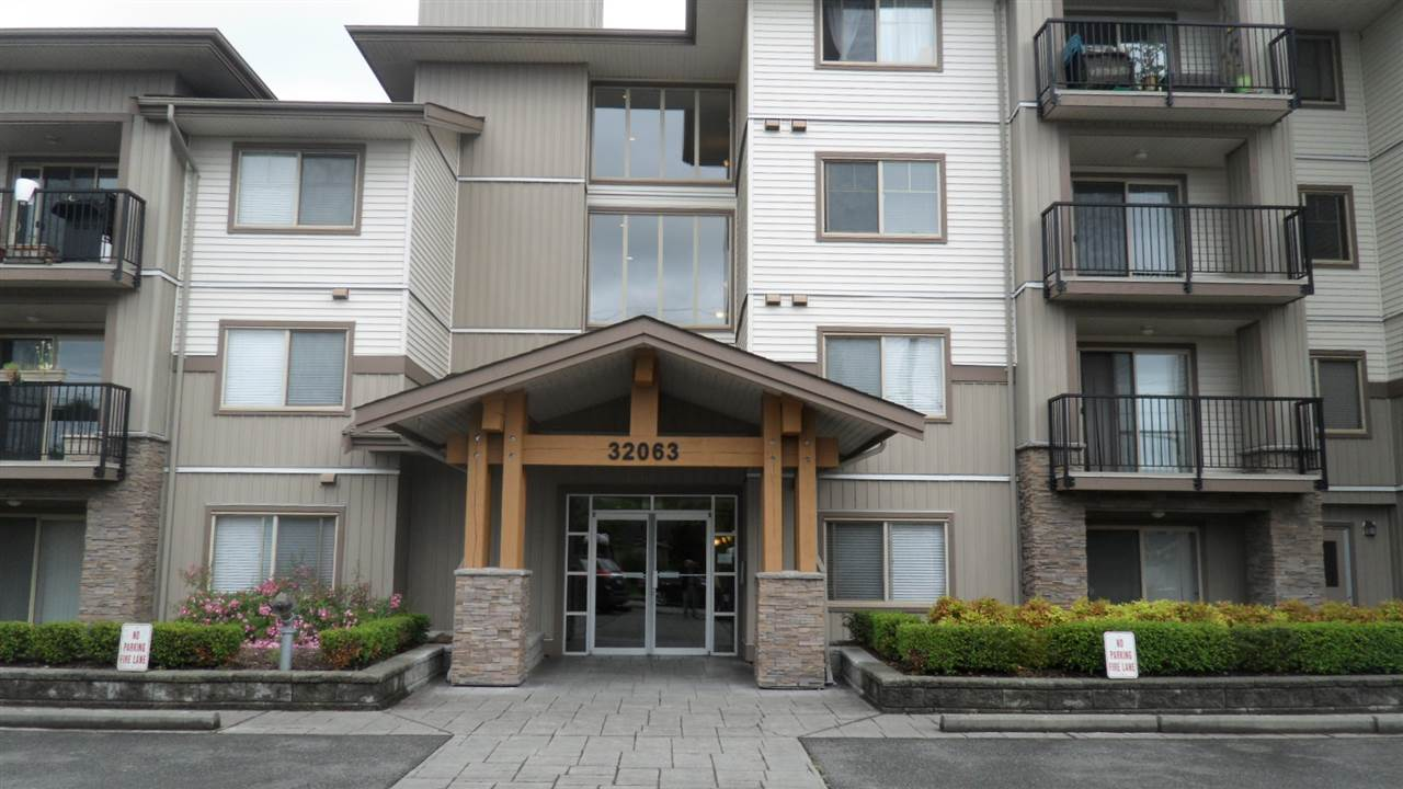 Main Photo: 202 32063 MT WADDINGTON AVENUE in Abbotsford: Abbotsford West Condo for sale : MLS®# R2076964