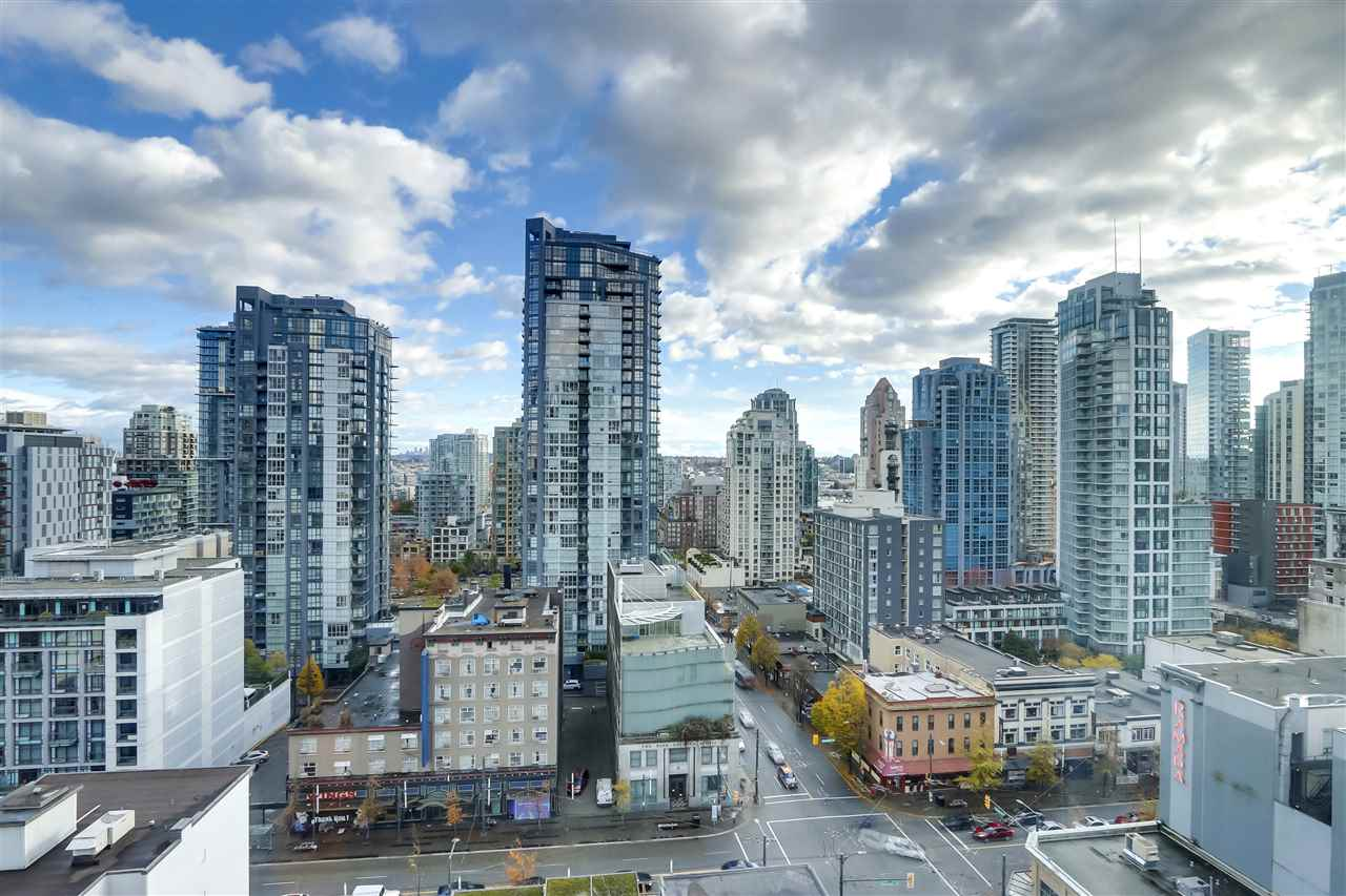 FEATURED LISTING: 1606 - 1188 HOWE Street Vancouver