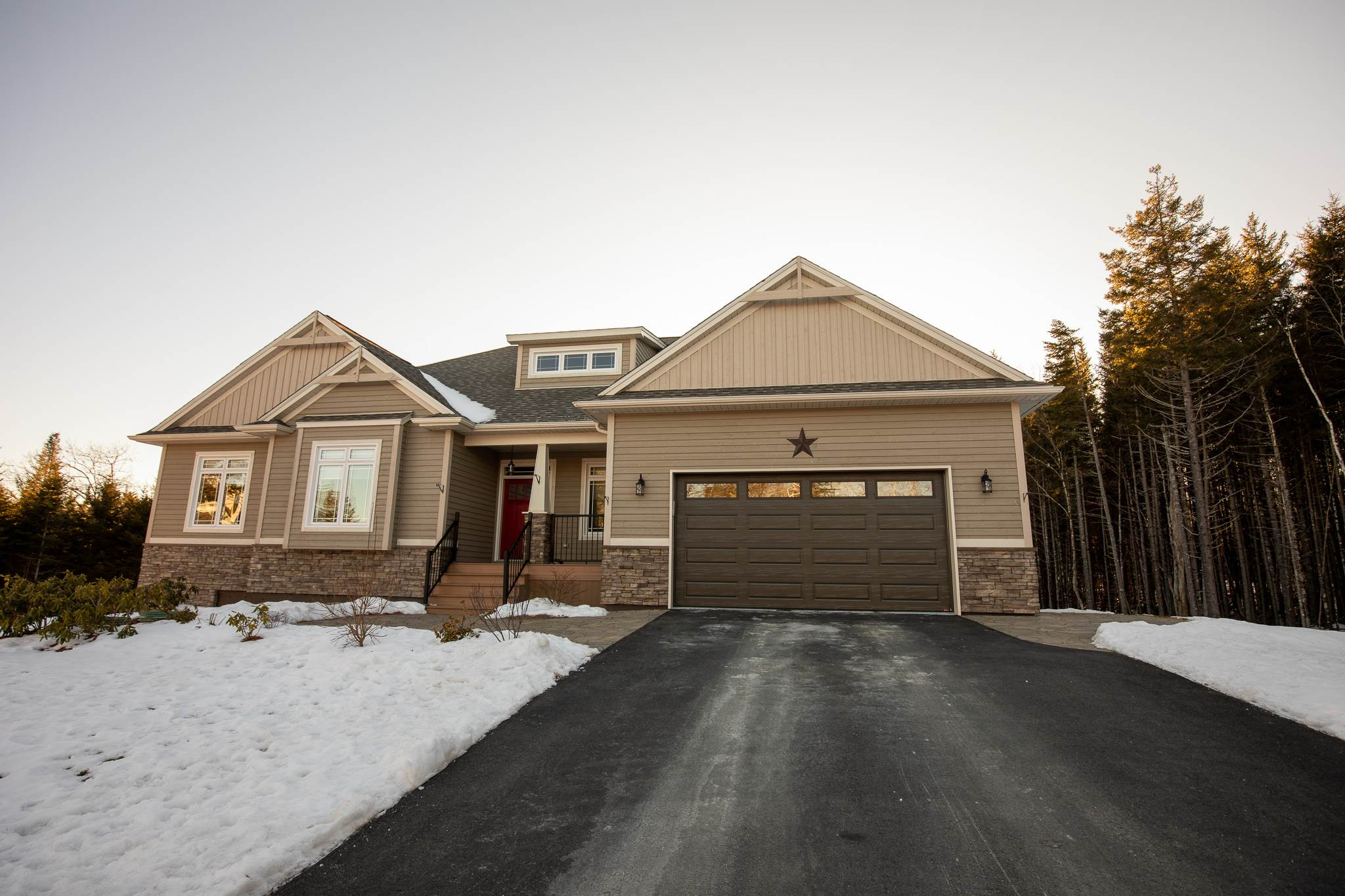 FEATURED LISTING: 12 Poplar Way Ardoise