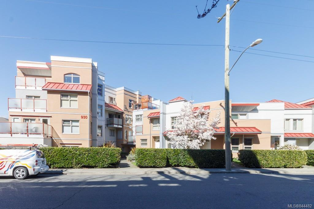 FEATURED LISTING: 204 - 930 North Park St Victoria