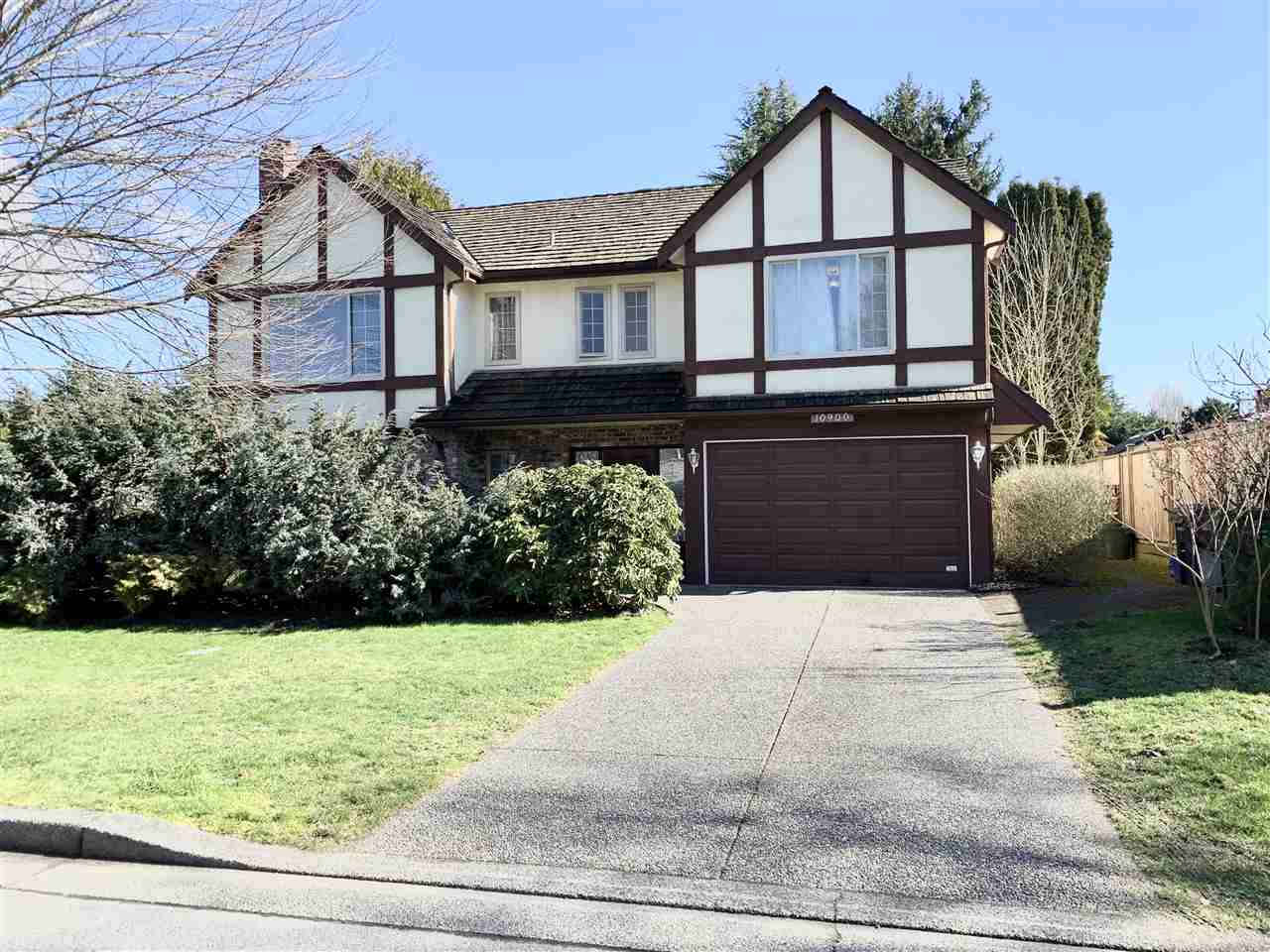 FEATURED LISTING: 10900 ROSELAND Gate Richmond