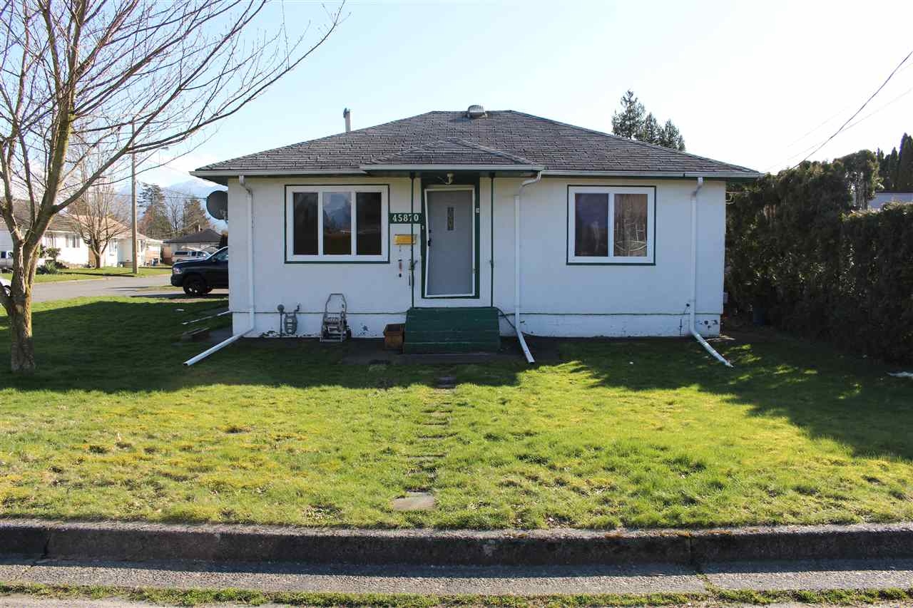 FEATURED LISTING: 45870 HENLEY Avenue Chilliwack