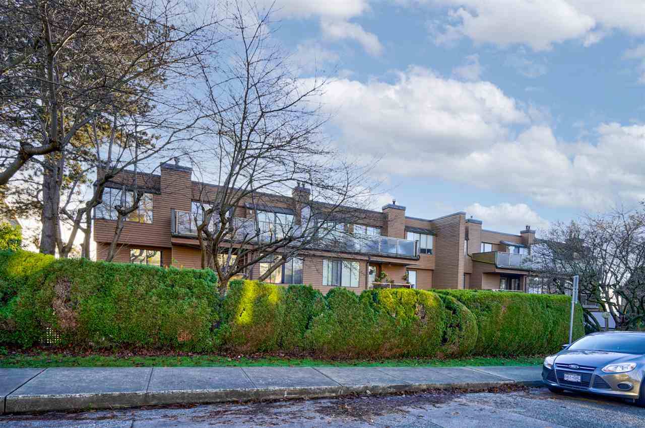 FEATURED LISTING: 207 - 812 MILTON Street New Westminster