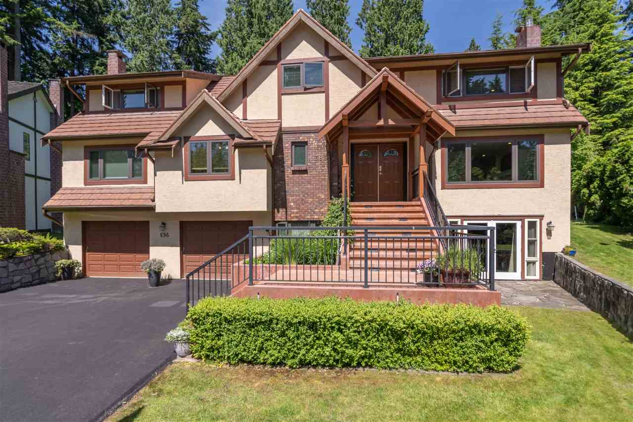 FEATURED LISTING: 696 WELLINGTON Place North Vancouver