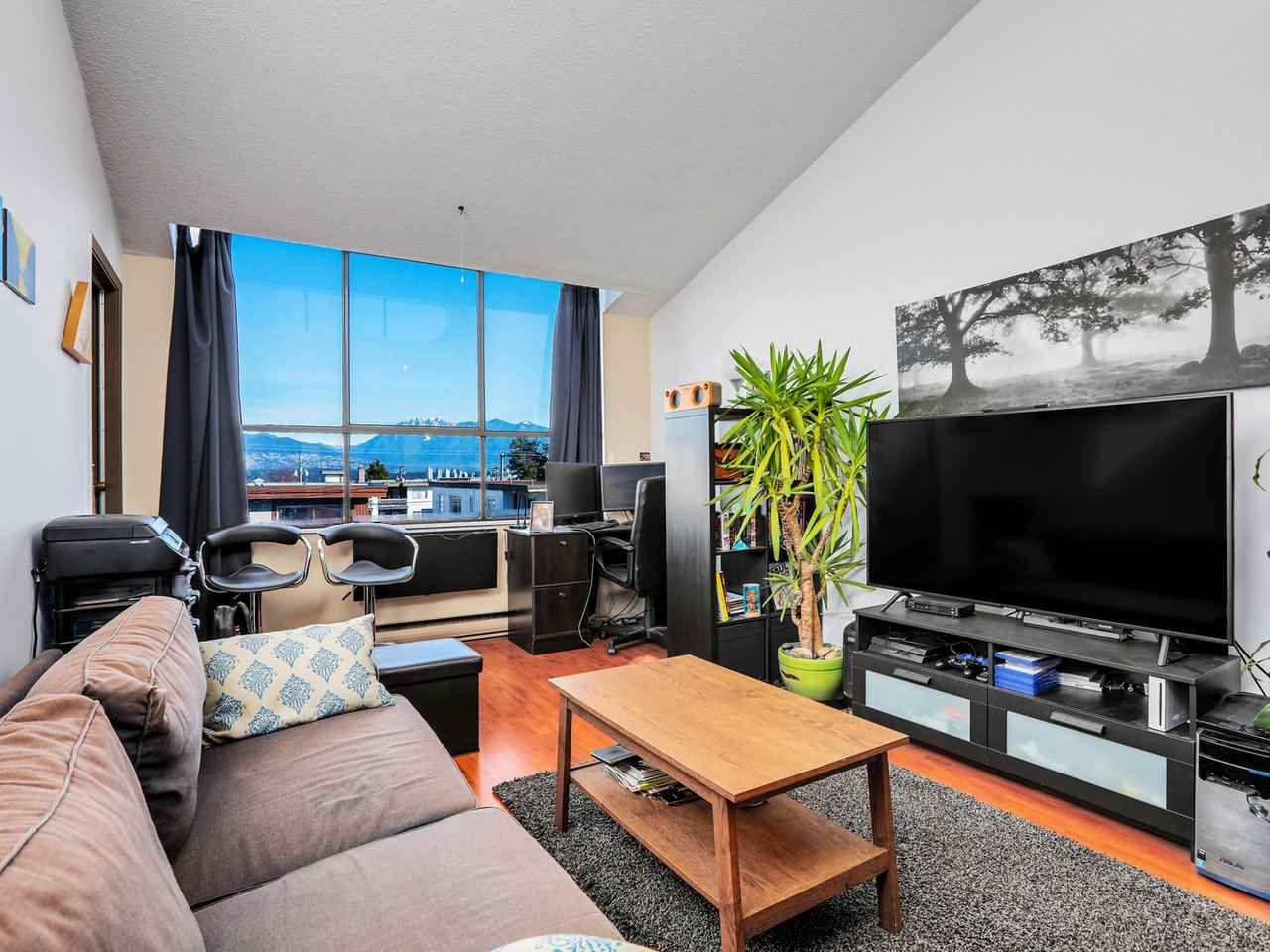 FEATURED LISTING: 403 - 2173 6TH Avenue West Vancouver