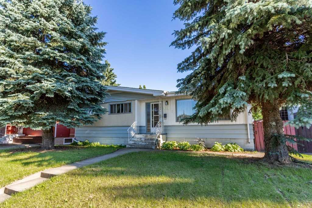 FEATURED LISTING: 4411 114 Avenue Edmonton