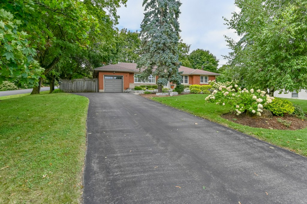 FEATURED LISTING: 39 Maple Avenue Flamborough