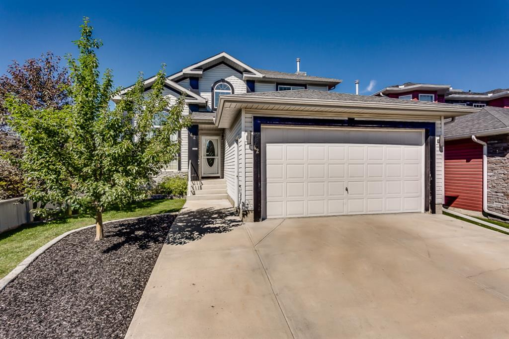 FEATURED LISTING: 42 THORNLEIGH Way Southeast Airdrie