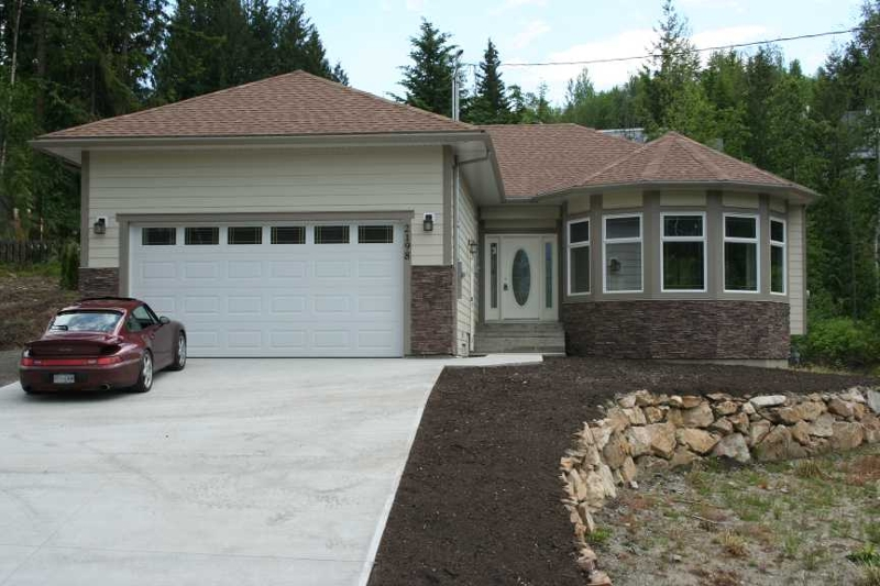 Main Photo: 2198 Lakeview Drive in Blind Bay: Residential Residential Detached for sale : MLS®# 9183969