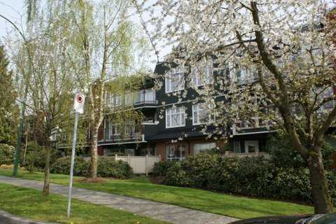 FEATURED LISTING: # 205 121 W 29TH ST North Vancouver