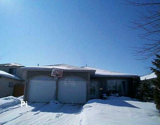 Main Photo: 26 CHAPPARAL Crescent in Winnipeg: Maples / Tyndall Park Single Family Detached for sale (North West Winnipeg)  : MLS®# 2603136