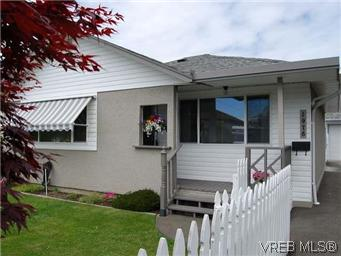 Main Photo: 1978 Carnarvon Street in VICTORIA: SE Camosun Single Family Detached for sale (Saanich East)  : MLS® # 294994
