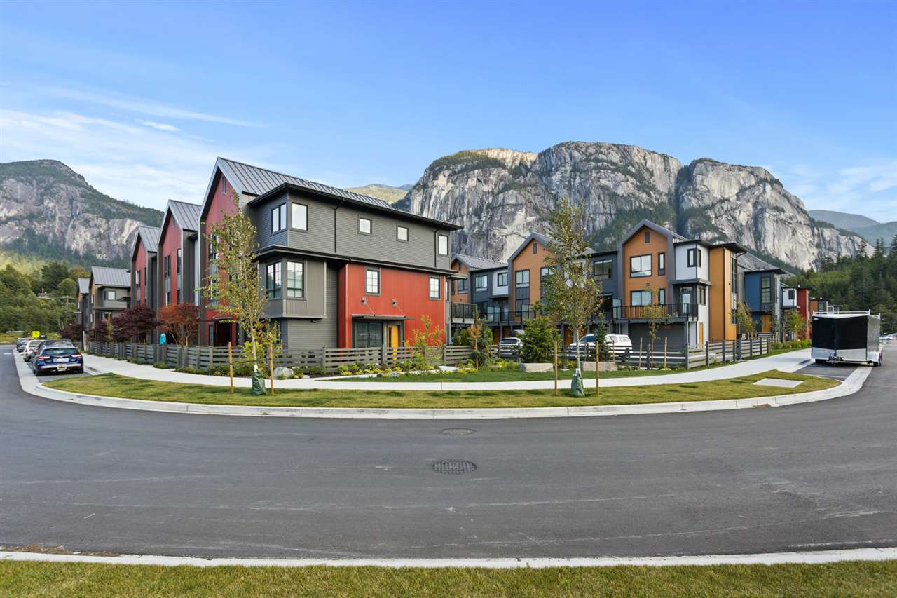 FEATURED LISTING: 1353 VALLEYSIDE Place Squamish