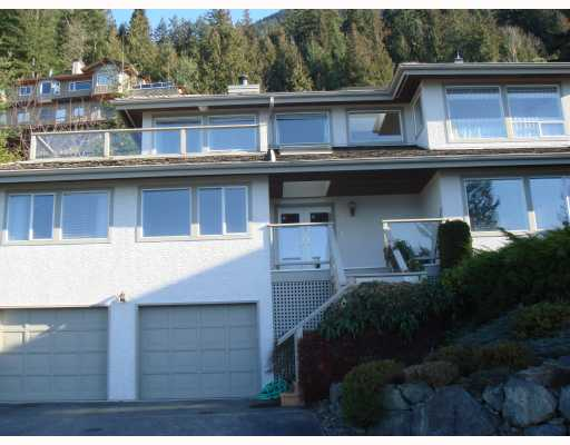 FEATURED LISTING: 100 KELVIN GROVE Way Lions_Bay