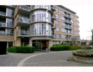 "Main Photo: 2655 CRANBERRY Drive in Vancouver: Kitsilano Condo for sale in ""NEW YORKER"" (Vancouver West)  : MLS® # V639593"