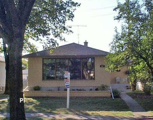 Main Photo: 907 CAMPBELL Street in Winnipeg: River Heights / Tuxedo / Linden Woods Single Family Detached for sale (South Winnipeg)  : MLS® # 2615955