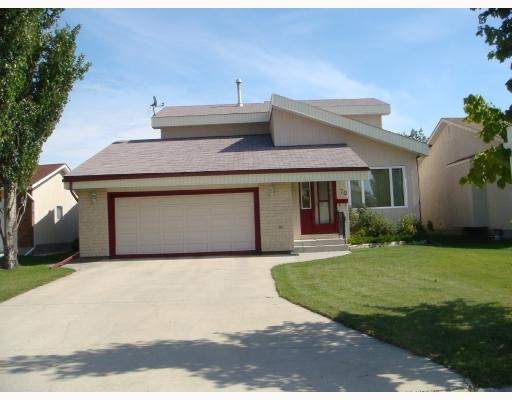 Main Photo: 70 Linden Park Bay in Winnipeg: Residential for sale : MLS® #  2816942