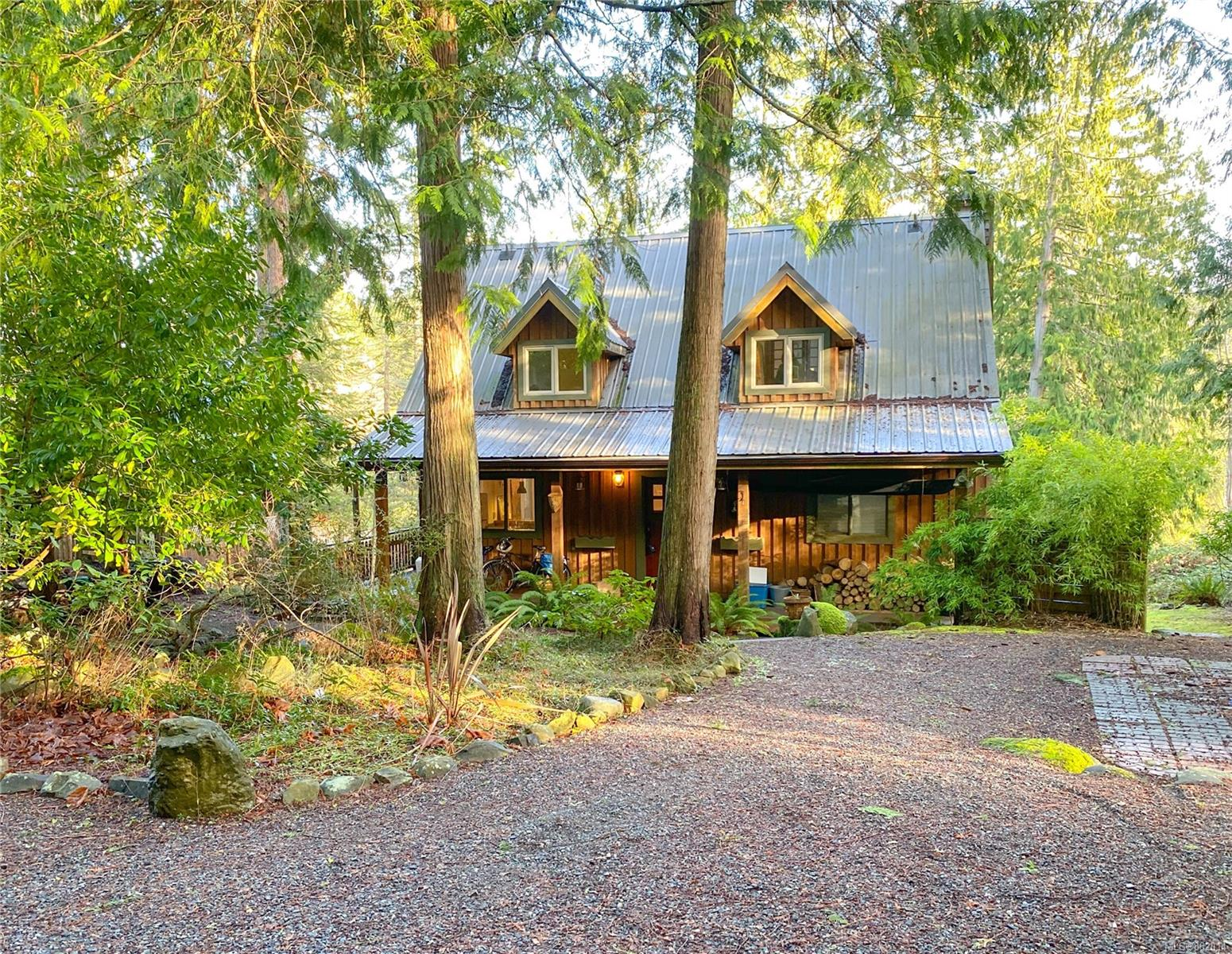 FEATURED LISTING: 940 Canso Rd