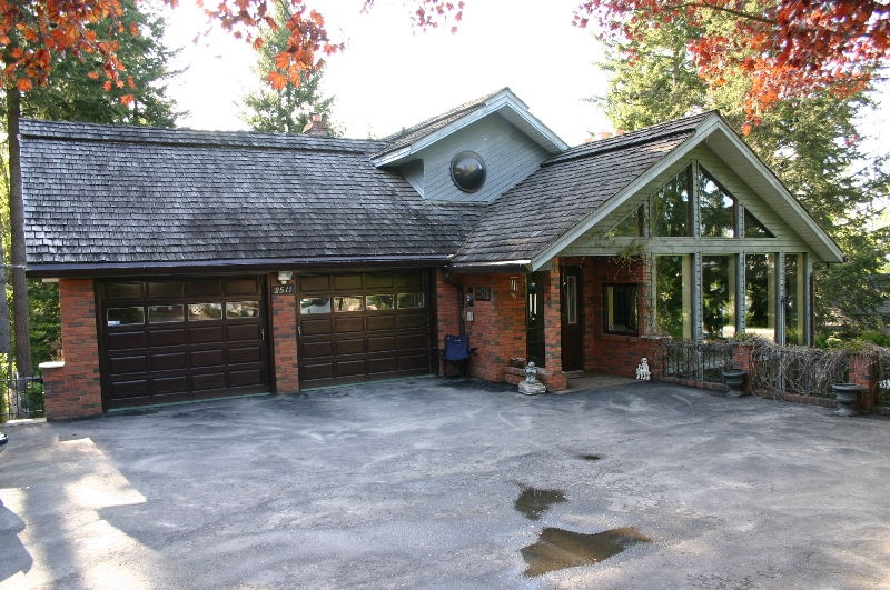 Main Photo: 2511 - 4th Avenue NE in Salmon Arm: Sherwood Forest Residential Detached for sale