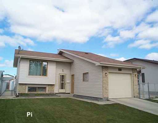 FEATURED LISTING: 118 SPRUCE THICKET Walk Winnipeg
