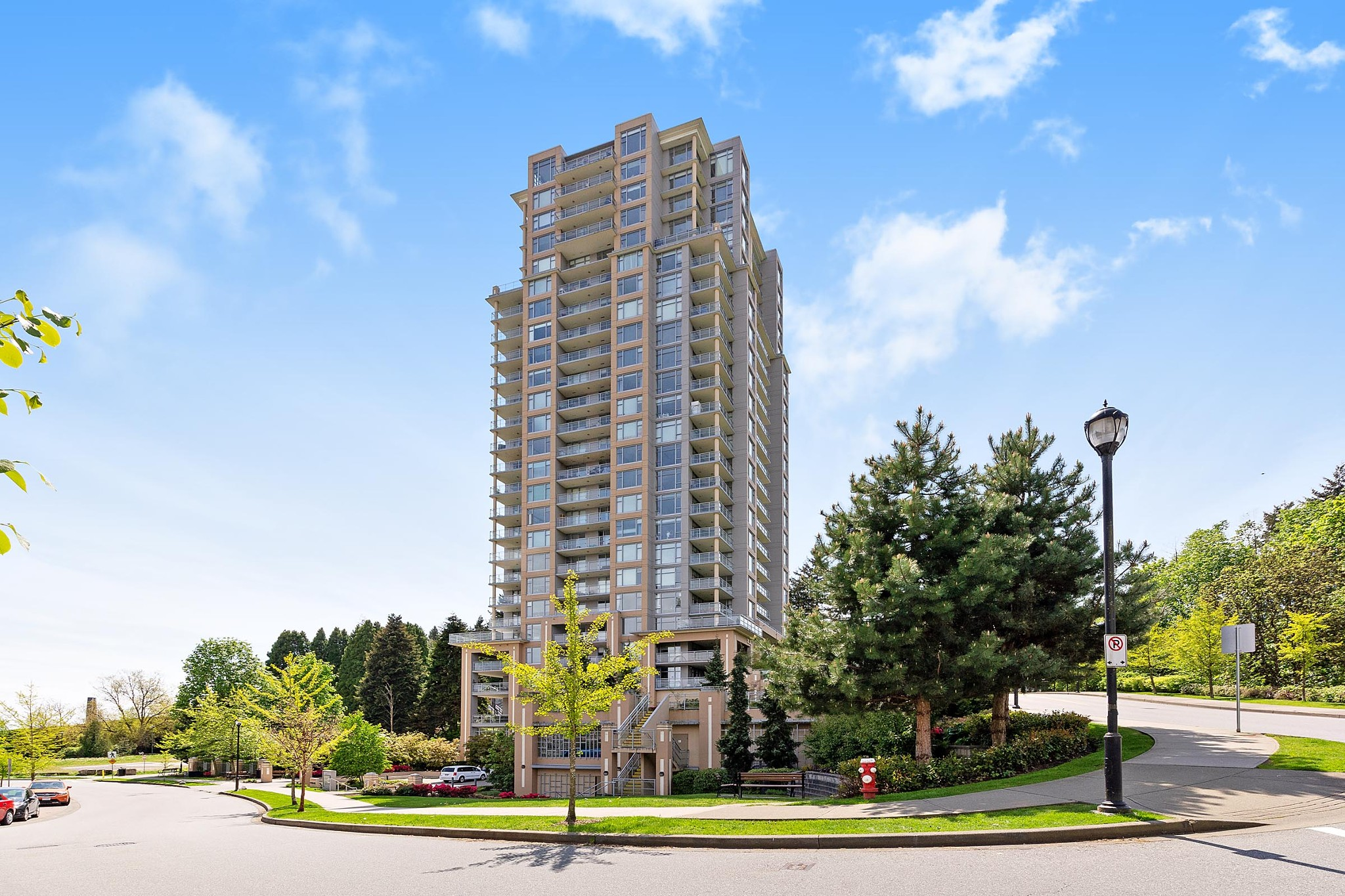FEATURED LISTING: 2209 - 280 ROSS Drive New Westminster