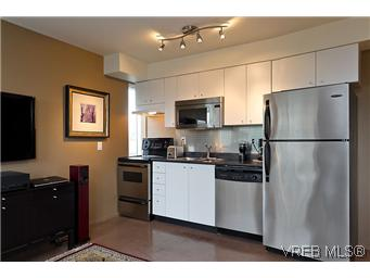 Main Photo: 302 932 Johnson Street in VICTORIA: Vi Downtown Residential for sale (Victoria)  : MLS® # 299733