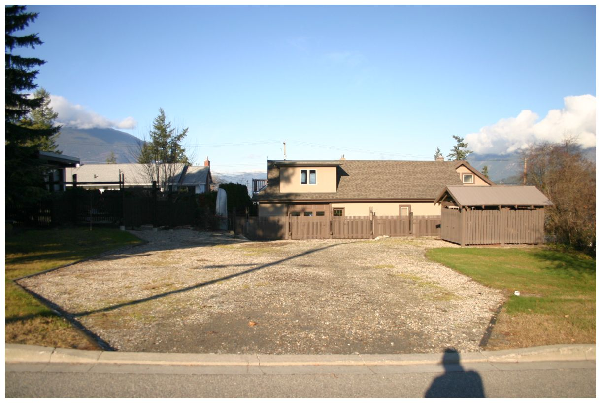 FEATURED LISTING: 941 8 Avenue Northeast Salmon Arm