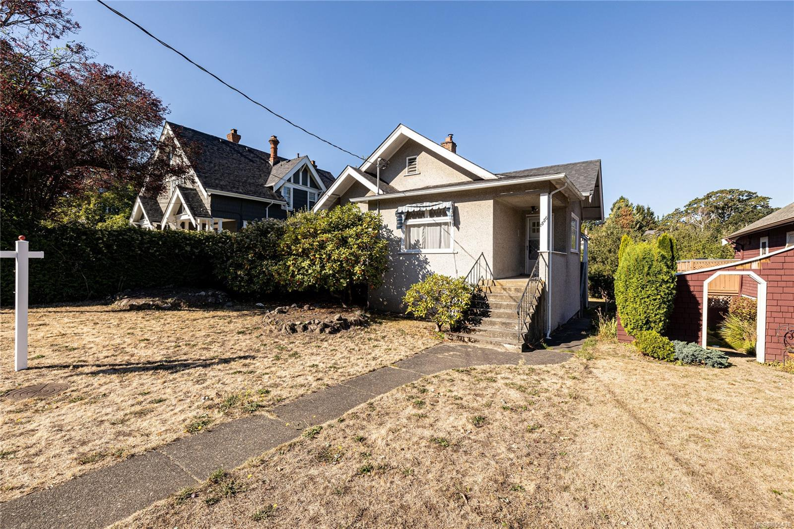 FEATURED LISTING: 1556 Monterey Ave