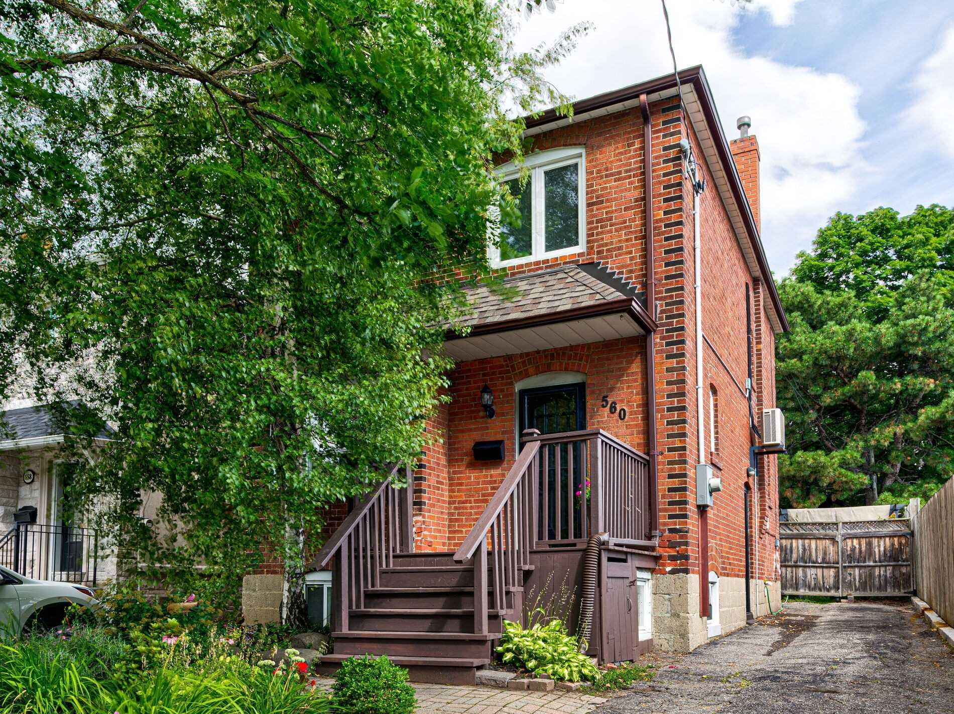 FEATURED LISTING: 560 Davisville Avenue Toronto