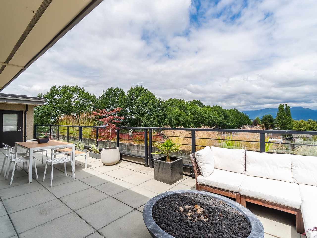 FEATURED LISTING: PH1 - 1777 KINGSWAY Avenue Vancouver