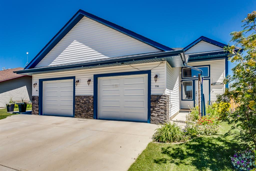 FEATURED LISTING: 738 Carriage Lane Drive Carstairs