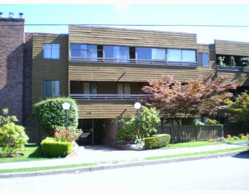 "Main Photo: 306 2424 CYPRESS Street in Vancouver: Kitsilano Condo for sale in ""CYPRESS PLACE"" (Vancouver West)  : MLS® # V786362"