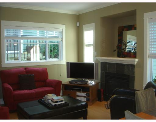 Main Photo: 158 W 14TH Avenue in Vancouver: Mount Pleasant VW Townhouse for sale (Vancouver West)  : MLS® # V756287