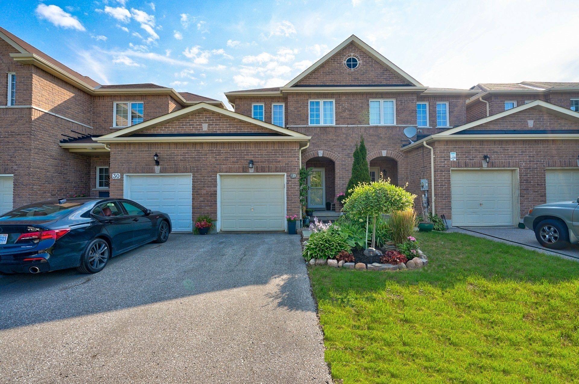 FEATURED LISTING: 32 Arch Brown Court Barrie