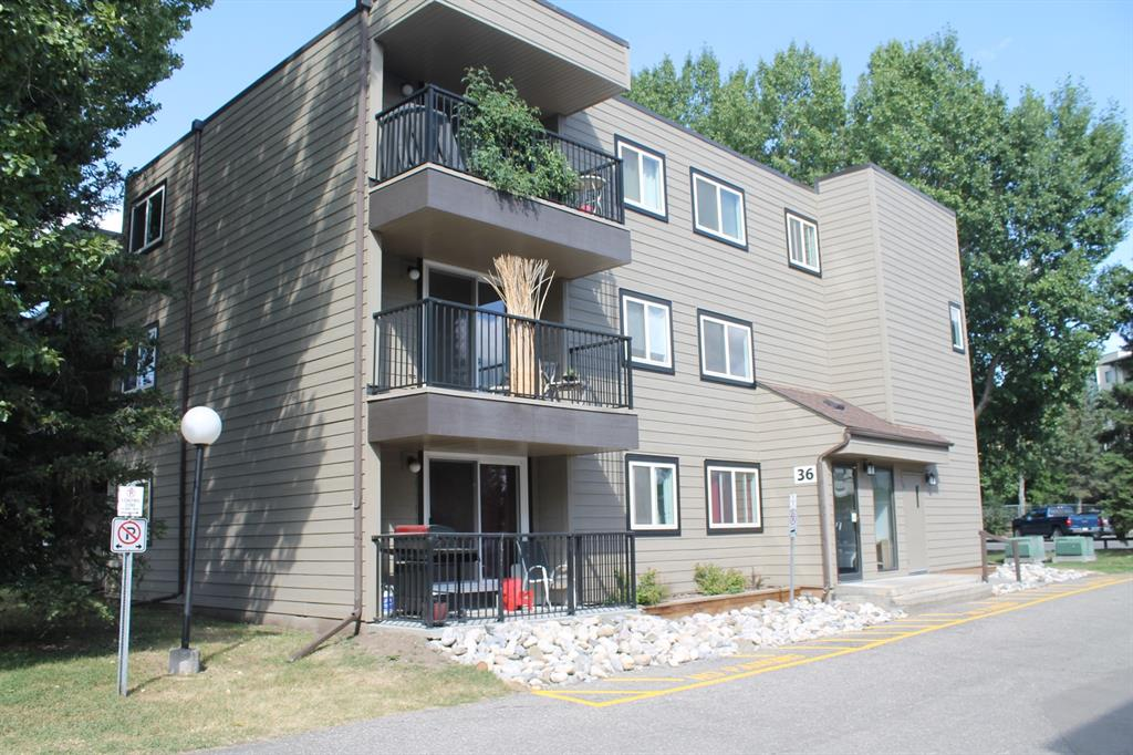 FEATURED LISTING: 105 - 36 GLENBROOK Crescent Cochrane