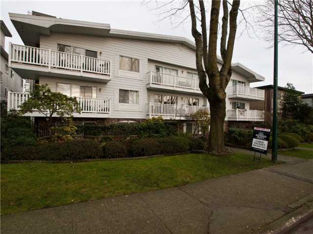 "Main Photo: 204 2365 W 3RD Avenue in Vancouver: Kitsilano Condo for sale in ""LANDMARK HORIZON"" (Vancouver West)  : MLS®# V867547"